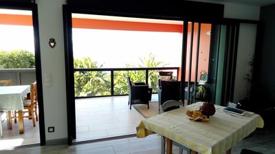 Photo for Detached house, located one km from the Manapany basin with stunning views
