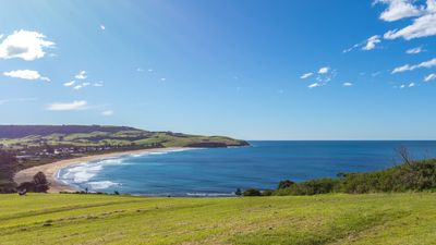 Photo for COASTLINE, Boat Harbour, Gerringong - 4pm check out Sundays!