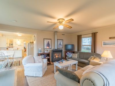 Photo for Cute cottage located in the center of Rockaway Beach with great beach access!