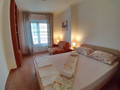 Double bedroom with single sofa bed