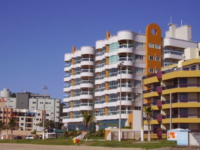 Photo for Luxury apartment 3 air + 2 vacancies - building front w / beach itapema