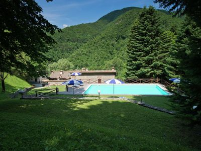 Photo for Apartment with pool in lovely Tuscan village in the countryside