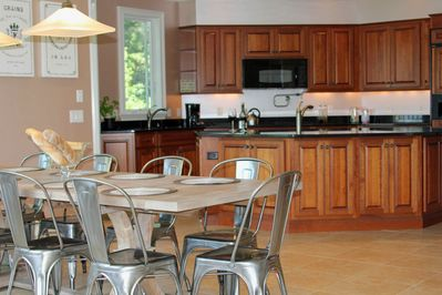Large kitchen table seats 12 ppl, two sinks, faucet over stove, new appliances