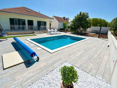 Photo for Beautiful apartment for 5 people with private pool, A/C, WIFI, TV and parking
