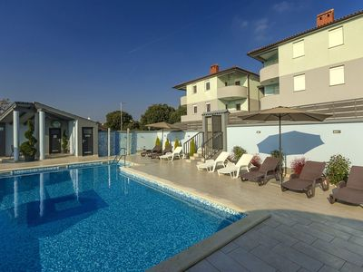 Photo for Well maintained apartment with shared pool with children's pool, 2 km from the beach