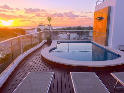 Photo for ★Luxury Apartment Sleeps 4 Great pool rooftop★