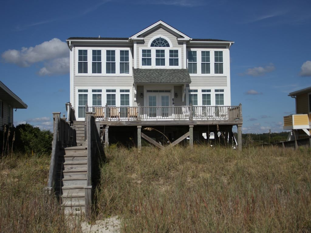 Beautiful oceanfront home with elevator holden beach for Beach house elevator
