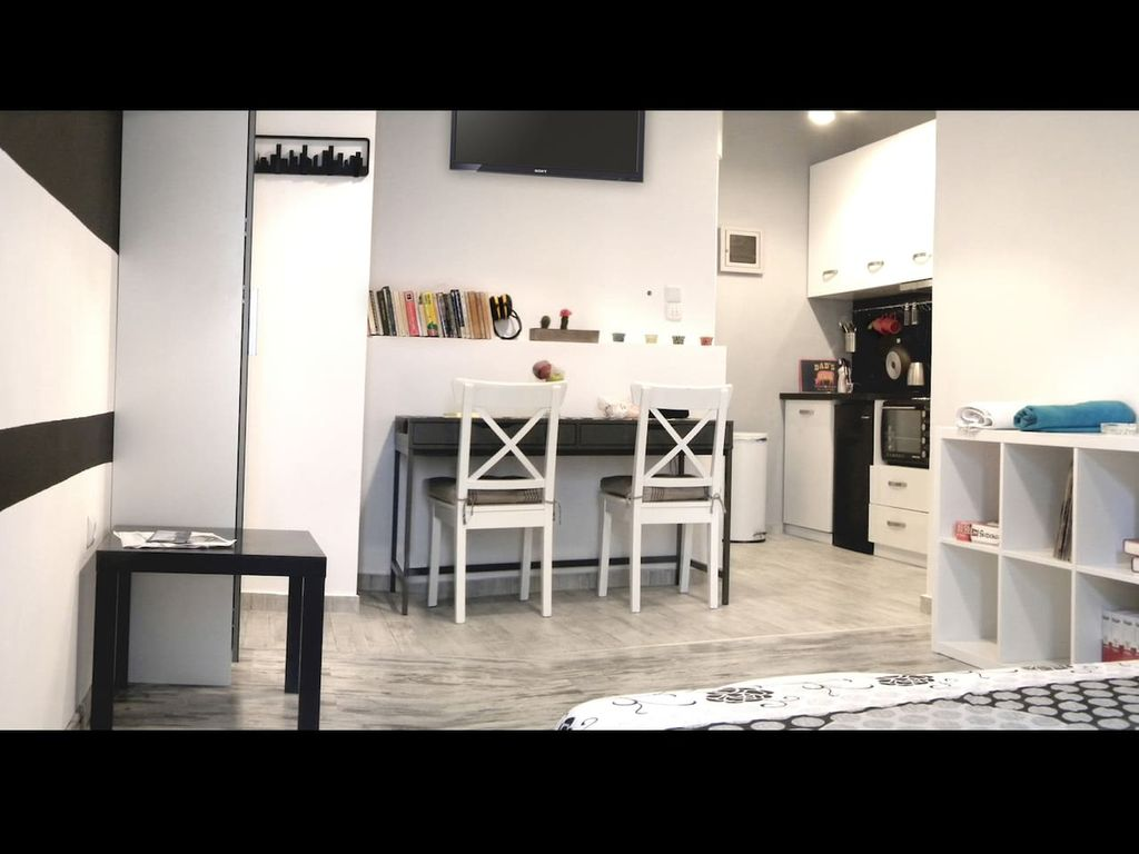 Downtown modern and practical studio 889717 for Modern image studios reviews