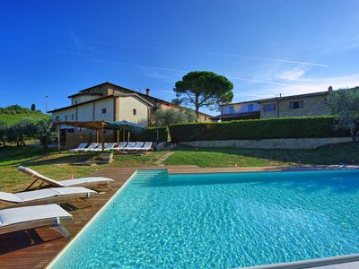 Photo for Nice apartment with WIFI, pool, TV, panoramic view and parking, close to San Gimignano