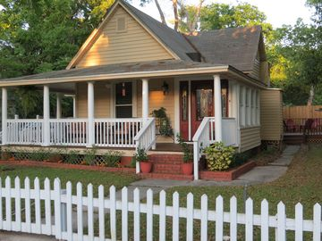 1889 Historic Bungalow - Easy walk to attractions, restaurants, bars, trolleys
