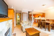 Gorgeous Bright 2 Bed, Amazing Location, Shared Hot Tub, Walk to Village