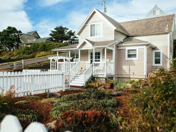 Miraculous Nye Beach Cottage Beach Steps Away Newport Oregon Coast Home Interior And Landscaping Spoatsignezvosmurscom
