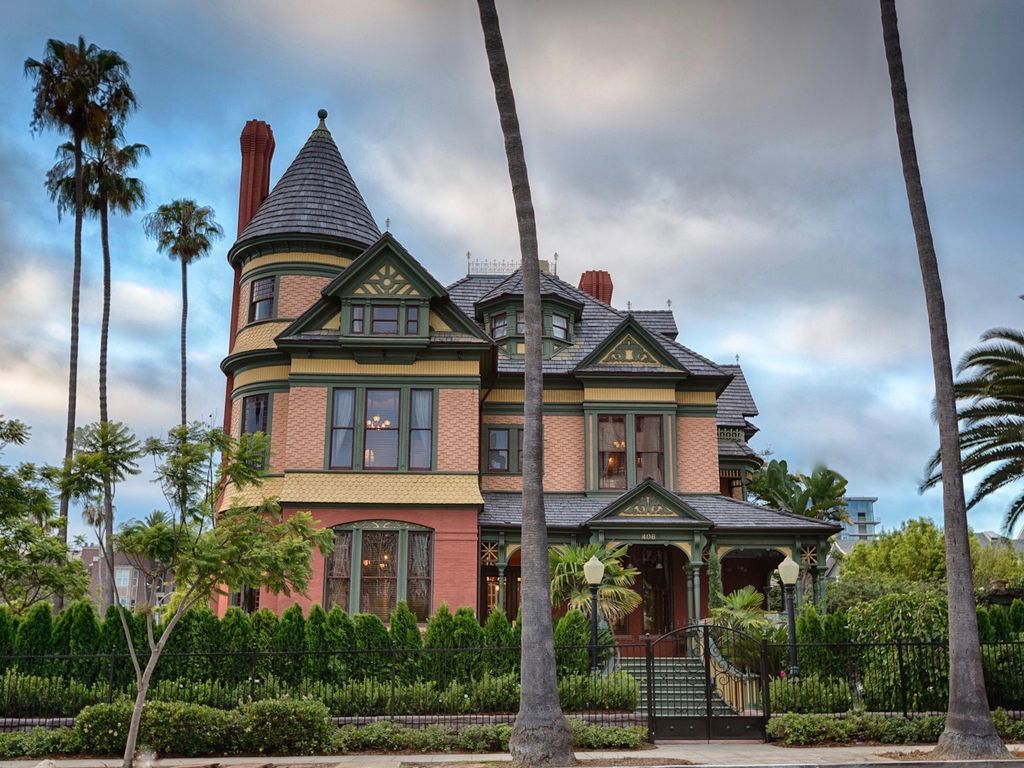 Stunning victorian manor 7br downtown homeaway for Victorian manor house