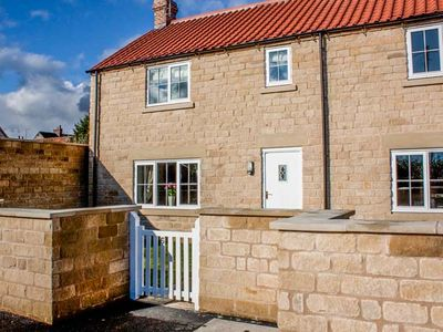 Photo for RED GROUSE COTTAGE, family friendly in Helmsley, Ref 933201