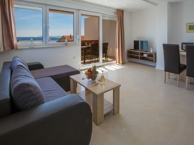 Photo for Comfortable villa apartment with swimming pool and sea view !
