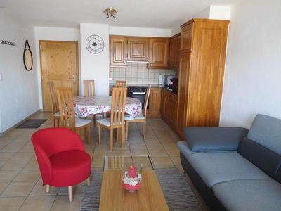 Photo for 4*, 2-bedroom apartment for 4-6 people located at about 250m from the ski lift and in the centre of