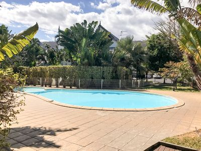 Photo for Apartment residence with swimming pool near the beach.