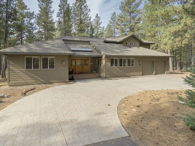 Photo for This spacious 3,600+sq. ft home has Everything & 10 SHARC passes!