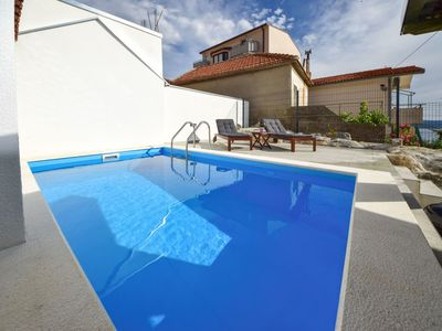 Photo for Lovely apartment for 6 people with WIFI, private pool, A/C, TV and parking