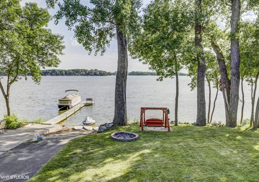 Stunning two story lake home on spring lake vrbo for 2 story lake house