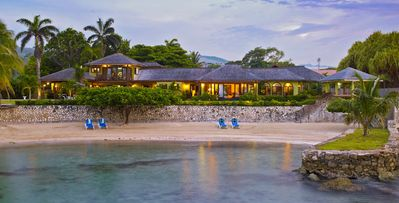 Four Winds Villa, 5 bd, walk to private beach, Old Fort Bay, staffed