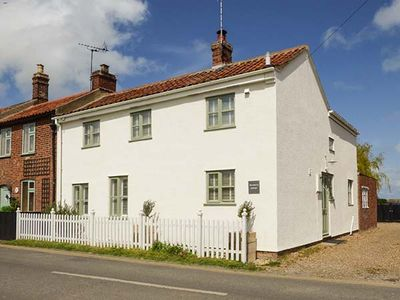 Photo for Rosemary Cottage, SEA PALLING