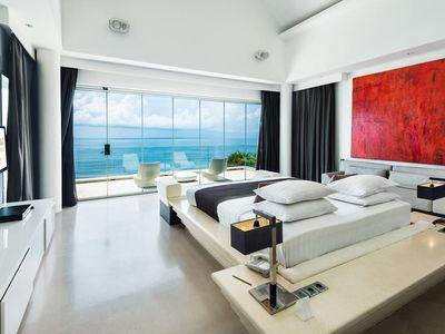 Photo for Full kitchen facilities and a living room & Beach View