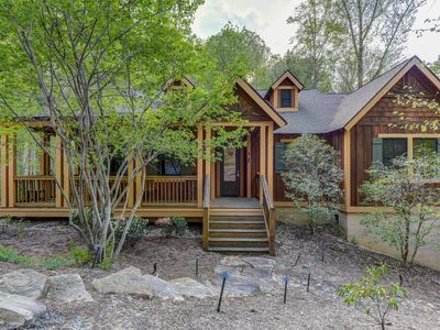 Front of craftsman style mountain cottage with front porch.