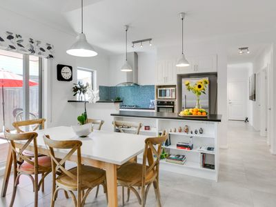 Photo for Contemporary Mornington beach side holiday home.