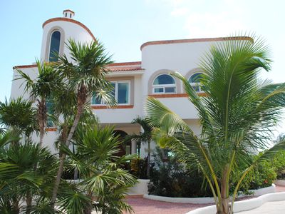 Stunning Caribbean Oceanfront Villa, Oceanside Pool & In-house cooking available
