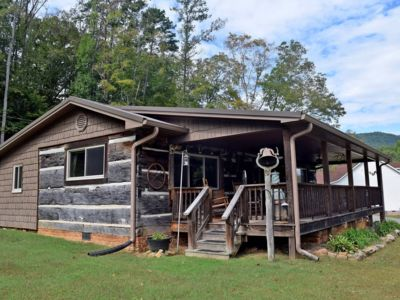 Photo for Mountain View Cabin/With beautiful views of the mountain and Tennessee river
