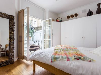 Photo for Bright and Beautiful 2 Bed Flat near Hyde Park