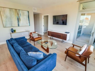 Luxury furnished 2BR/2BA 18th floor unit, stunning city, bay and Petco views