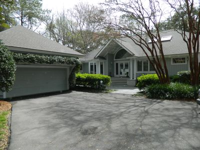 **Beautiful Home Overlooking Golf Course, Full Resort Privileges**
