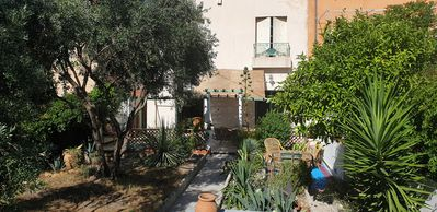 Photo for House near the sea with quiet garden - 3 bed.