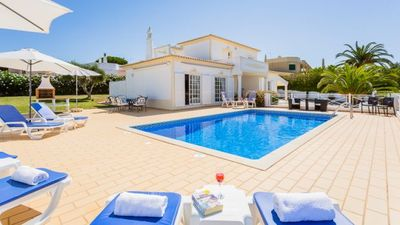Photo for 3 bedroom Villa, sleeps 6 in Praia do Carvoeiro with Pool and Air Con