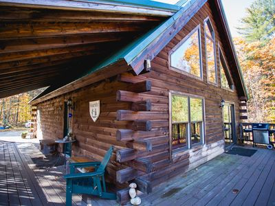 Private Log Chalet with Hot Tub, WiFi, Mountain Views. Pet Friendly! 5 STAR*****