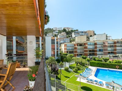 Photo for Fabulous apartment with pool, 5 minutes from the center of Roses and the beach.