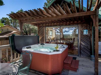 Photo for Remember the Alamo, 3 Bedrooms, Sleeps 6, Pet Friendly, Fenced Yard
