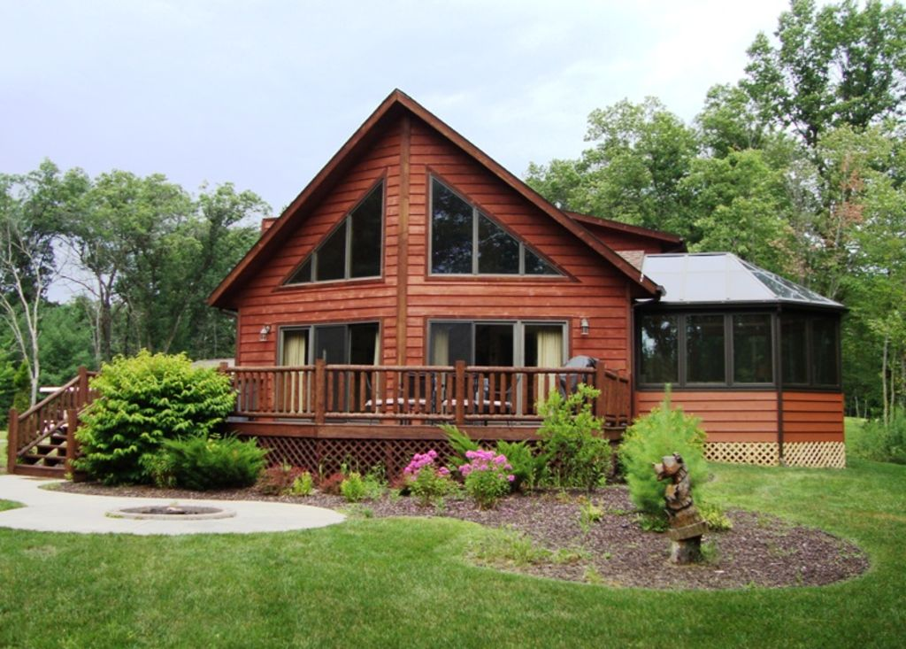 Amazing 6 bedroom cedar chalet with finishe vrbo for Chalet homes