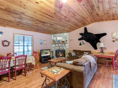 Willow Creek, 2 Bedrooms, Pool Table, WiFi, Hot Tub, Sleeps 6