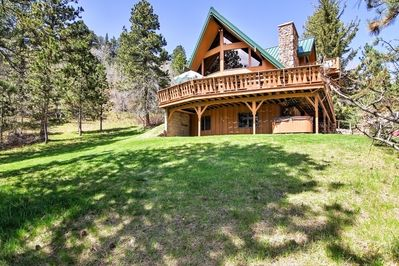 Plan your next escape to Lead in this vacation rental which sleeps 13.