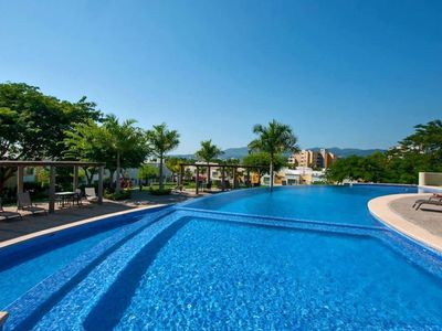 Photo for Beautiful 3 rooms condo with infinity pool - 10 minutes walk from the beach