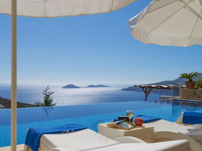 Photo for Luxury Villa with Large Infinity Pool, Jacuzzi and Panoramic Sea Views