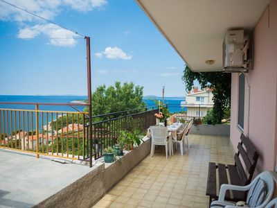 Photo for Two bedroom apartment with terrace and sea view Bilo (Primošten)
