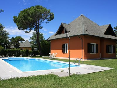 Photo for Villa with own outdoor pool on the island Albarella