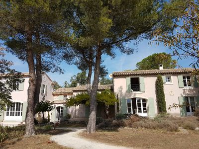 Photo for Charming Provençal farmhouse in the middle of vineyards, in front of the Luberon