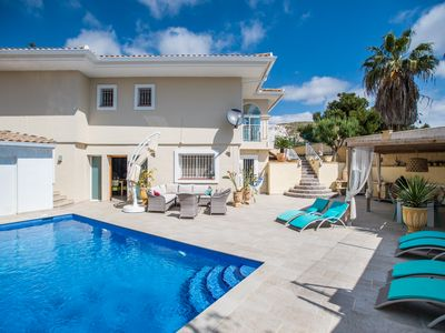 Photo for Detached 10 p villa with private pool and free WiFi in the region, Alicante