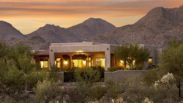 Beautiful Desert Villa with Dramatic Views, Pool & Spa on 3+ Private Acres