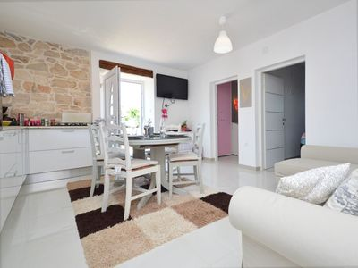 Photo for Nice apartment for 5 guests with A/C, WIFI, TV and parking